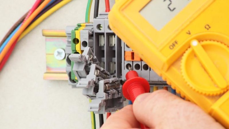 Don't Ignore 4 Signs That Warn You About Electrical Problems At Home