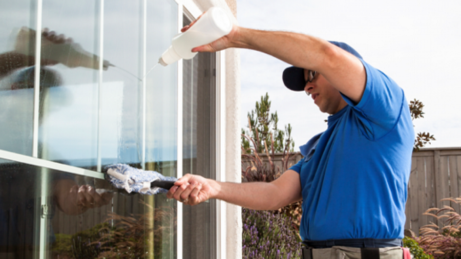 Reasons to Hire Professional Window Cleaners